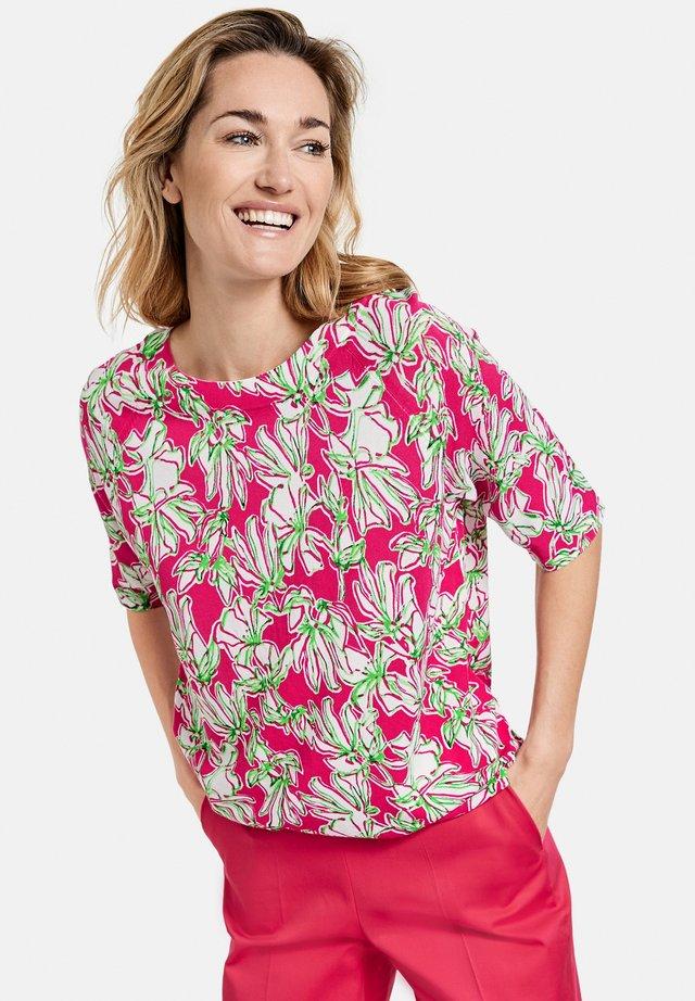 MIT FLOWERDESSIN - T-shirt print - azalea weiß palm druck
