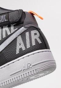 Nike Sportswear - AIR FORCE 1 - Sneakers hoog - black/wolf grey/dark grey/total orange/white - 5
