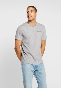 TOM TAILOR - T-shirt med print - sky captain blue/ white melange - 0