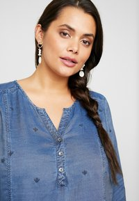 Ciso - EMBROIDERED BLOUSE ELASTICATED HEM - Bluse - denim blue - 3