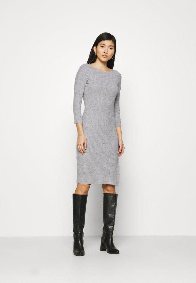 Pletené šaty - mottled grey