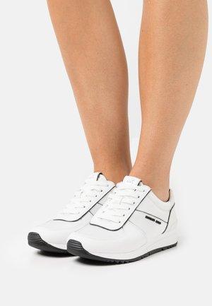 ALLIE WRAP TRAINER - Sneakers laag - optic white/black
