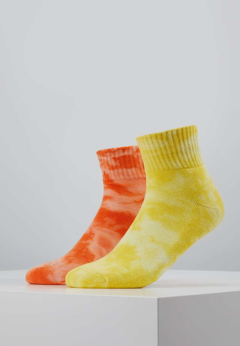 Urban Classics - TIE DYE SOCKS SHORT 2 PACK - Socks - orange/yellow