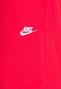 Nike Sportswear - TRIBUTE - Shorts - university red - 6