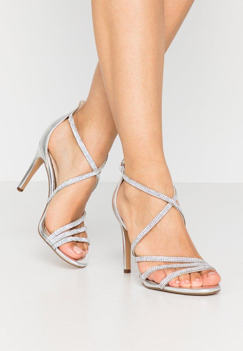 Buffalo - MAKAI - Sandály na vysokém podpatku - silver