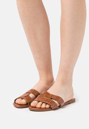 LUCIEN - Pantofle - tan