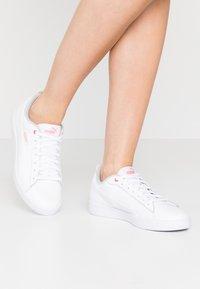 Puma - SMASH - Sneakers basse - white/salmon rose/gray violet - 0
