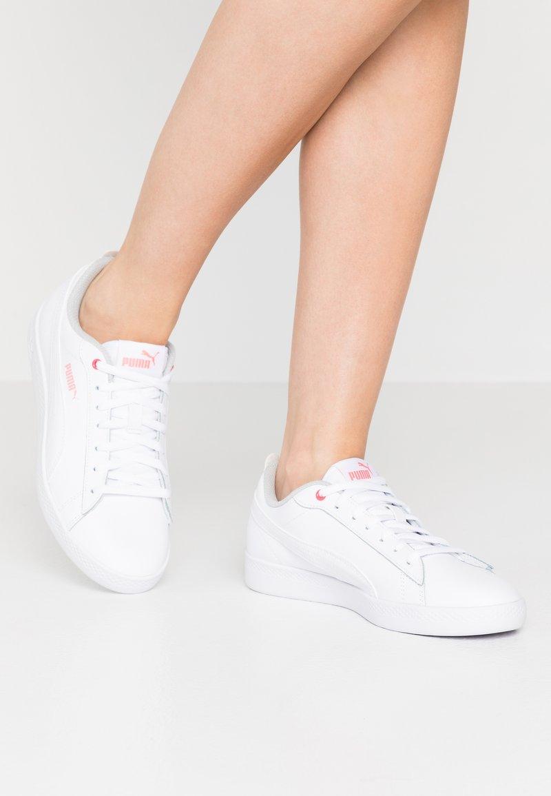 Puma - SMASH - Sneakers basse - white/salmon rose/gray violet