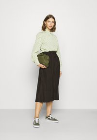Monki - NALA BLOUSE - Button-down blouse - green dusty light - 1
