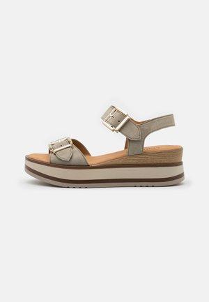 Sandalias con plataforma - schilf/natur