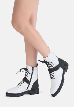 Platform ankle boots - weiß-schwarz