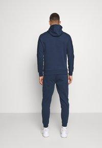 Ellesse - OSTERIA - Pantalon de survêtement - navy - 2