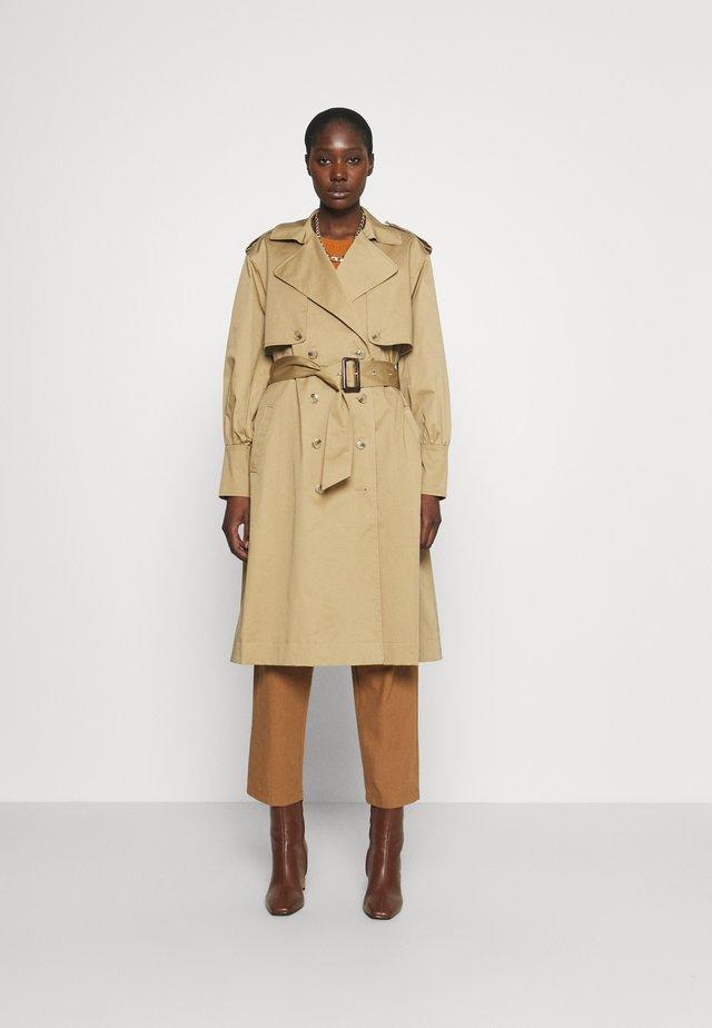 DAY BON VOYAGE - Trenchcoats - beige