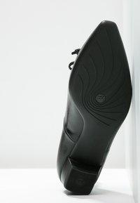 Peter Kaiser - LIZZY - Klasické lodičky - black - 5