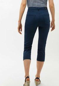 BRAX - STYLE MARY C - Shorts - indigo - 2