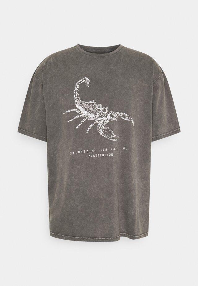 ACID WASH TIGER GRAPHIC UNISEX  - T-shirt med print - grey