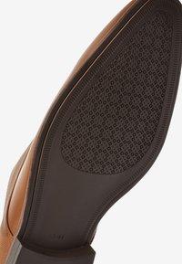 Next - TAN TEXTURED DERBY SHOE - Smart lace-ups - brown - 3