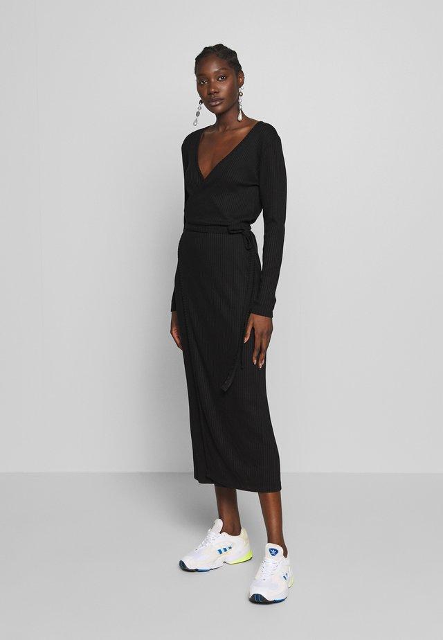 EDDA WRAP DRESS - Abito in maglia - black