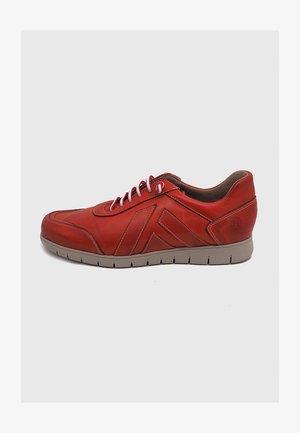 Zapatos con cordones - rojo