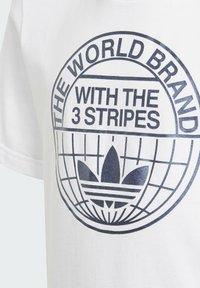 adidas Originals - GRAPHIC PRINT T-SHIRT - Camiseta estampada - white - 2