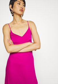 Banana Republic - STRAPPY SLIP - Jersey dress - bright sangria - 3