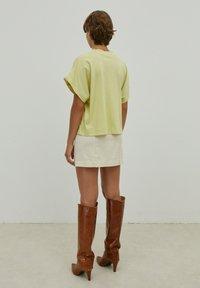 EDITED - VALENTINA - Basic T-shirt - grün - 3
