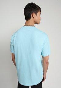 Napapijri - BEATNIK - T-shirt med print - green plume - 2