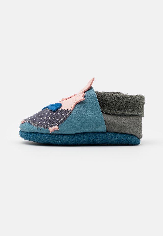 SCHWEINCHEN UNISEX - Chaussons pour bébé - blau