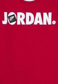 Jordan - JUMPMAN CREW UNISEX - Sudadera - gym red - 2