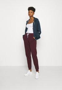 Even&Odd - REGULAR FIT JOGGER WITH CONTRAST CORD - Tracksuit bottoms - dark red - 1