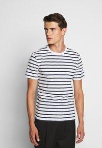J.CREW - SLUB DECK STRIPE TEE - T-shirt imprimé - mountain white - 0