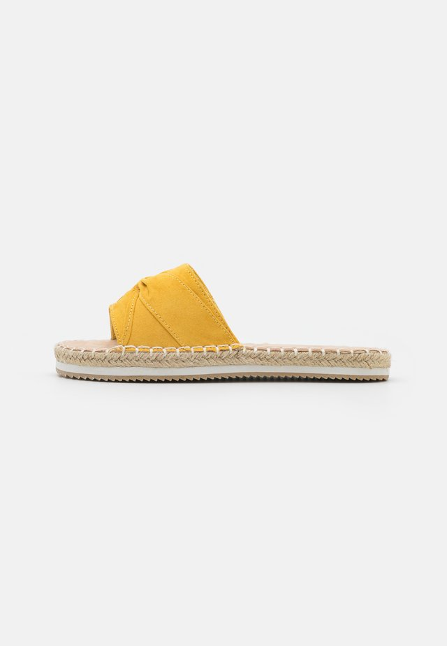 Slip-ins - mustard