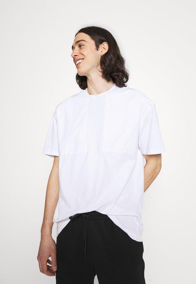 UTILITY PANEL TEE - T-shirt basic - white