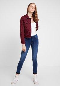 Vero Moda - VMSEVEN SHAPE UP - Jeans Skinny Fit - medium blue denim - 1