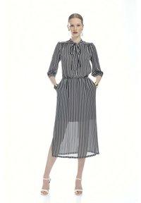 Luisa Spagnoli - PASSIONI - Day dress - var blu/panna - 0