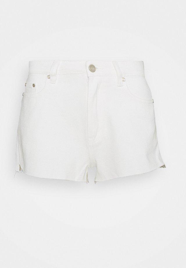 RIOT RAW HEM HIGH MOM - Shorts - white