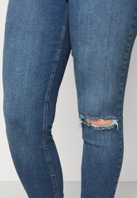 New Look Curves - LIFT AND SHAPE - Jeans Skinny Fit - mid blue - 4