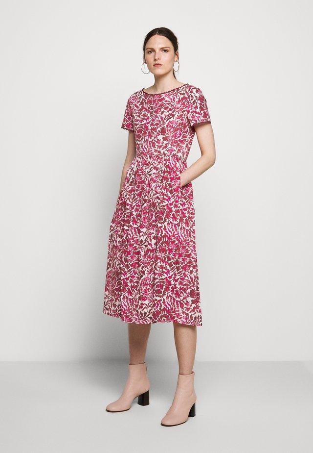 FILATO - Sukienka letnia - shocking pink