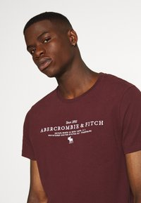 Abercrombie & Fitch - TECHNIQUE LOGO EUROPE - Print T-shirt - burg - 3