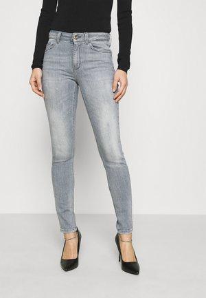 DIVINE - Jeans Skinny Fit - grey raziel wash