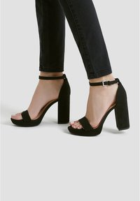 PULL&BEAR - Sandales à talons hauts - black - 0