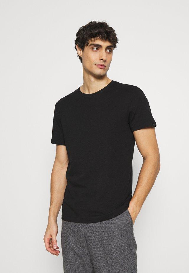 BASIC CREW NECK TEE - Jednoduché triko - black