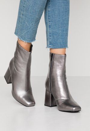 LEATHER BOOTIE - Classic ankle boots - gunmetal