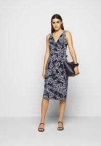Lauren Ralph Lauren - PRINTED MATTE DRESS - Jerseyklänning - lighthouse navy - 1