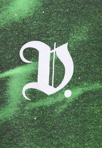 Daily Basis Studios - GOTHIC UNISEX - Triko spotiskem - white - 2