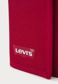 Levi's® - BATWING TRIFOLD WALLET UNISEX - Wallet - regular red - 3