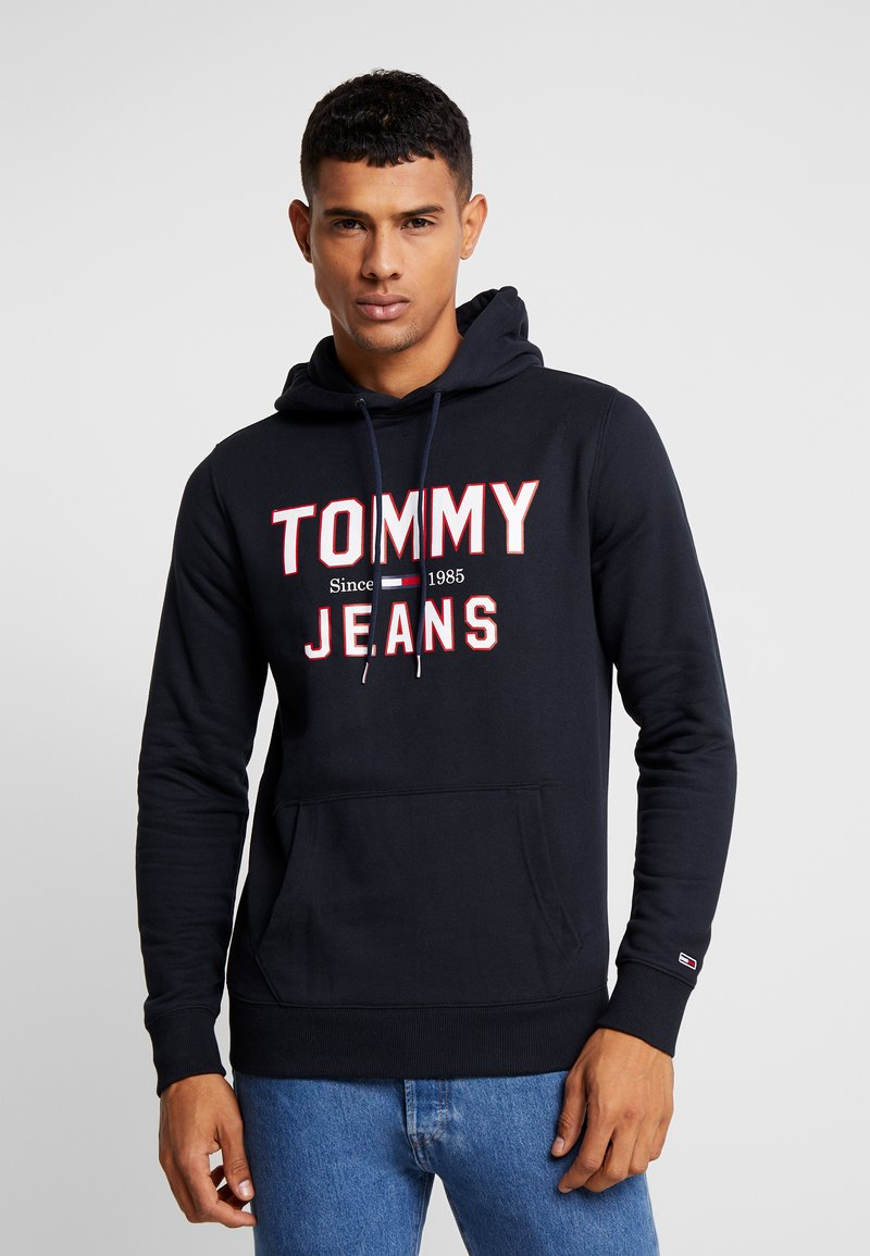 Tommy Jeans - ESSENTIAL LOGO HOODIE - Mikina skapucí - black