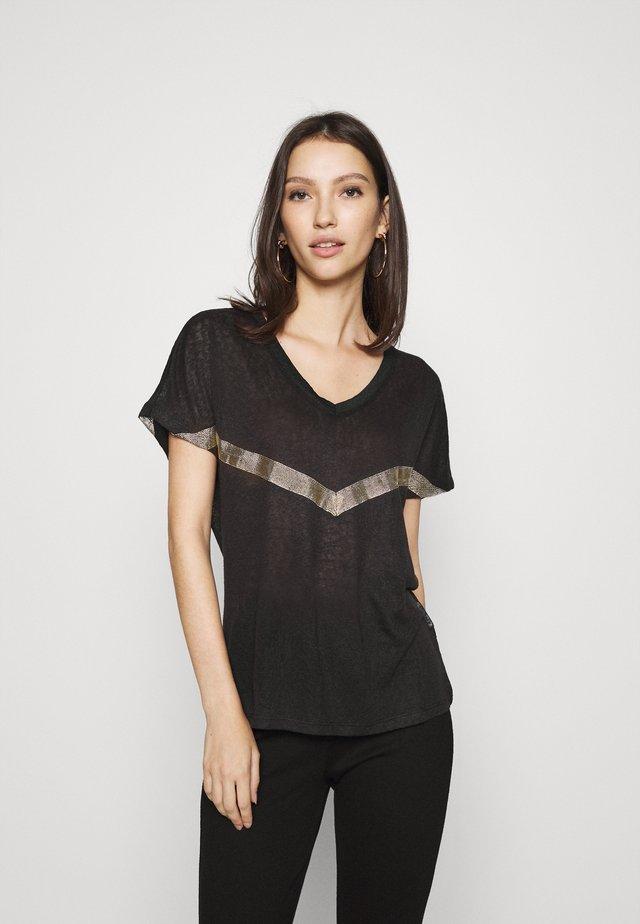 ONYRITA PREPPY - T-shirt imprimé - black/gold