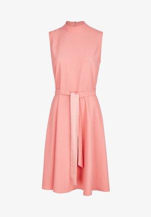 MIT GüRTELSCHLEIFE - Day dress - rosa