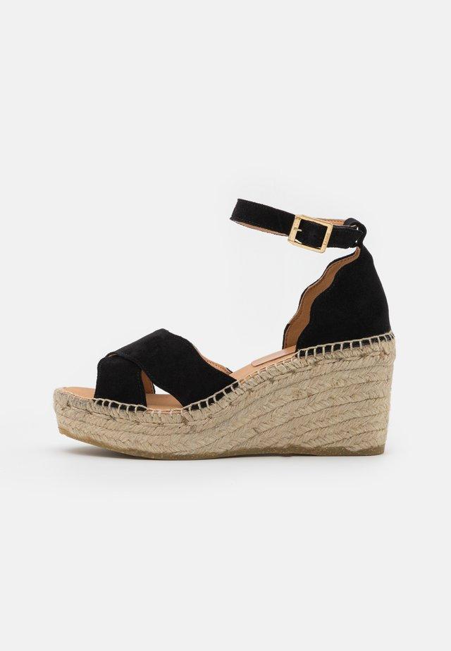 CAPRI - Sandalen met plateauzool - schwarz